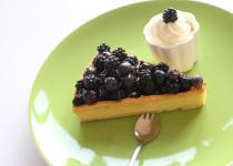 Tartelettes à la crème de Calisson, aux Myrtilles et aux Mûres