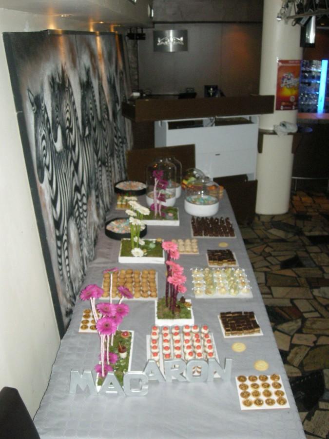 Décorations pour une soirée spécial maC'aron Bar à Dessert: 'Eat Me, I'm Famous'